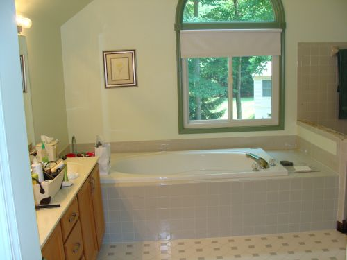 Before picture of bathroom